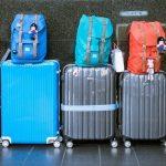 Jak nie pójść z torbami, pakując się do samolotu? O opłatach za bagaż podręczny