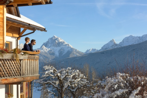Zimowe atrakcje południowotyrolskich gospodarstw Roter Hahn Podróże, LIFESTYLE - W tym roku nie trzeba rezygnować z zimowego wyjazdu w góry – pomimo pandemii gospodarstwa Roter Hahn zapraszają do bezpiecznego wypoczynku w rodzinnych farmach, położonych w urokliwym o każdej porze roku Południowym Tyrolu.